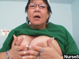 Mature chubby wife is fingering her giant cooter
