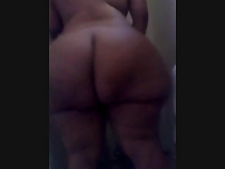 HUGE PHAT EBONY BBW EN BATH