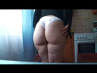 Hips, ass and thighs! Chubby rubs and toys her hairy pussy.